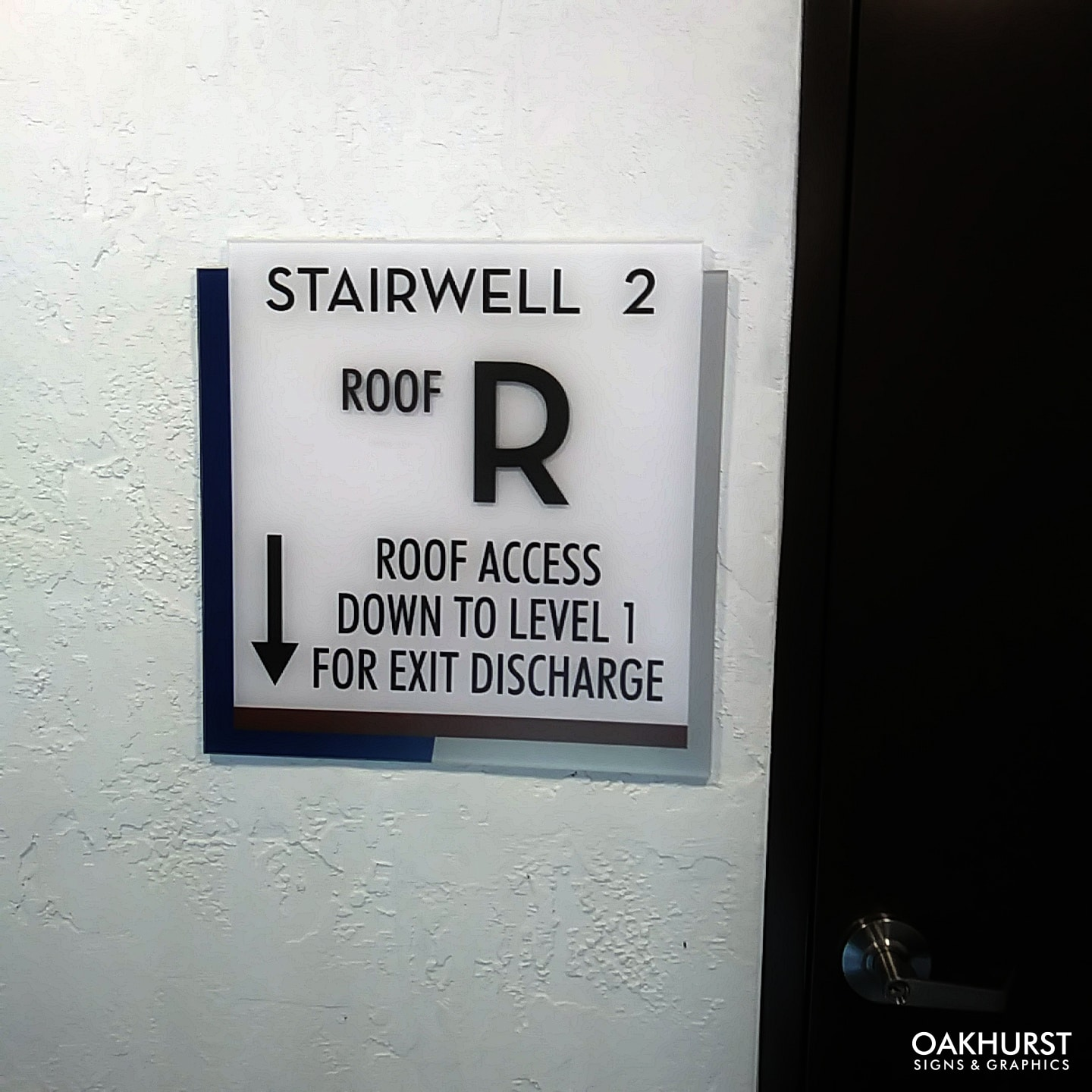 Wayfinding sign for stairwell in building